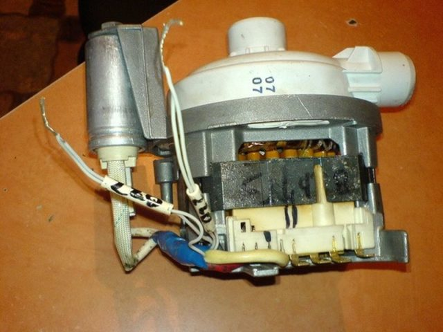 Почему посудомоечная машина бьет током и что делать