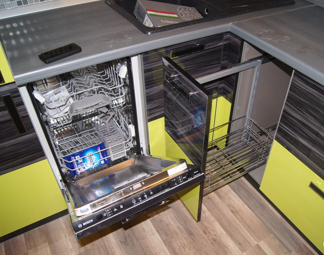 Результат установки встроенной посудомойки узкой конструкции