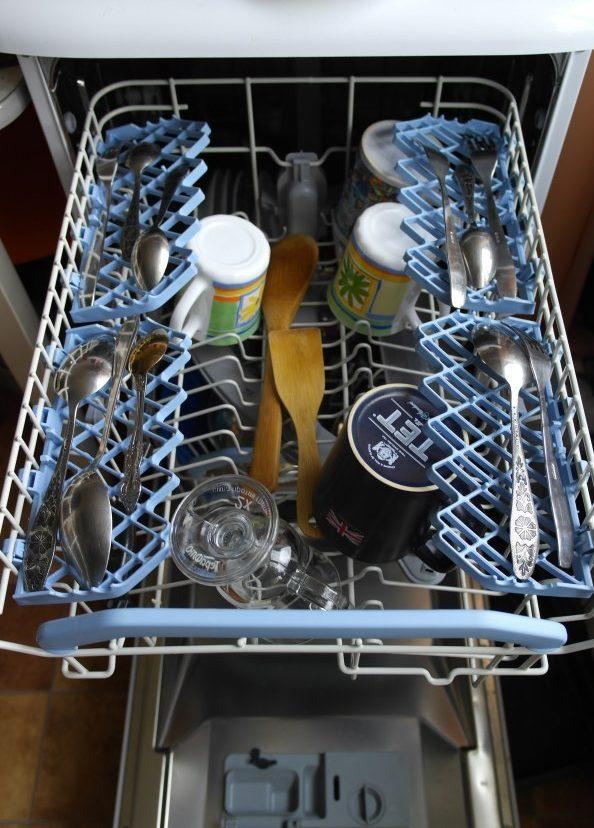 Вместительность верхней корзины посудомойки Indesit DSG 5737