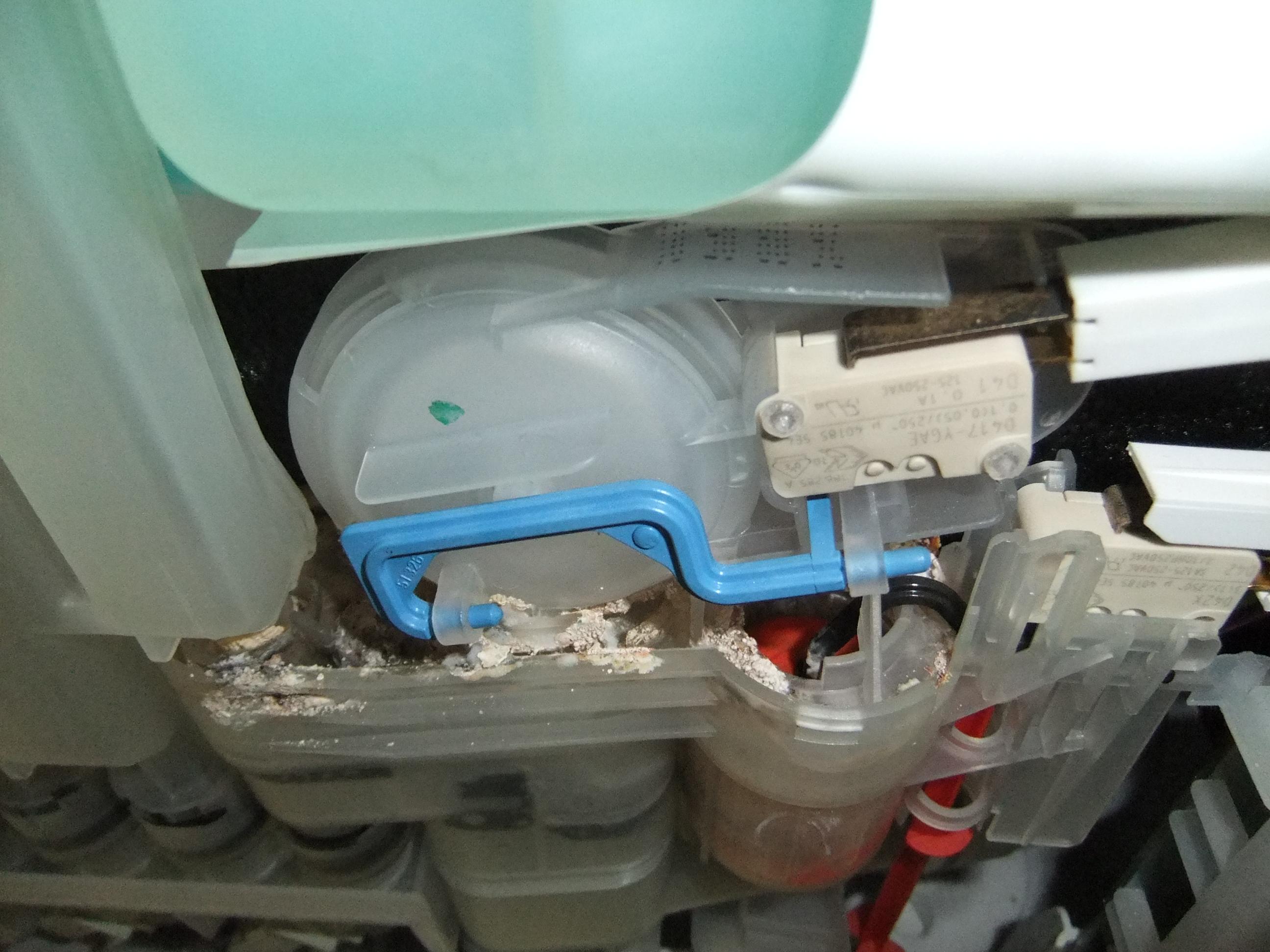 Поломка скрытых частей посудомоечной машины Siemens