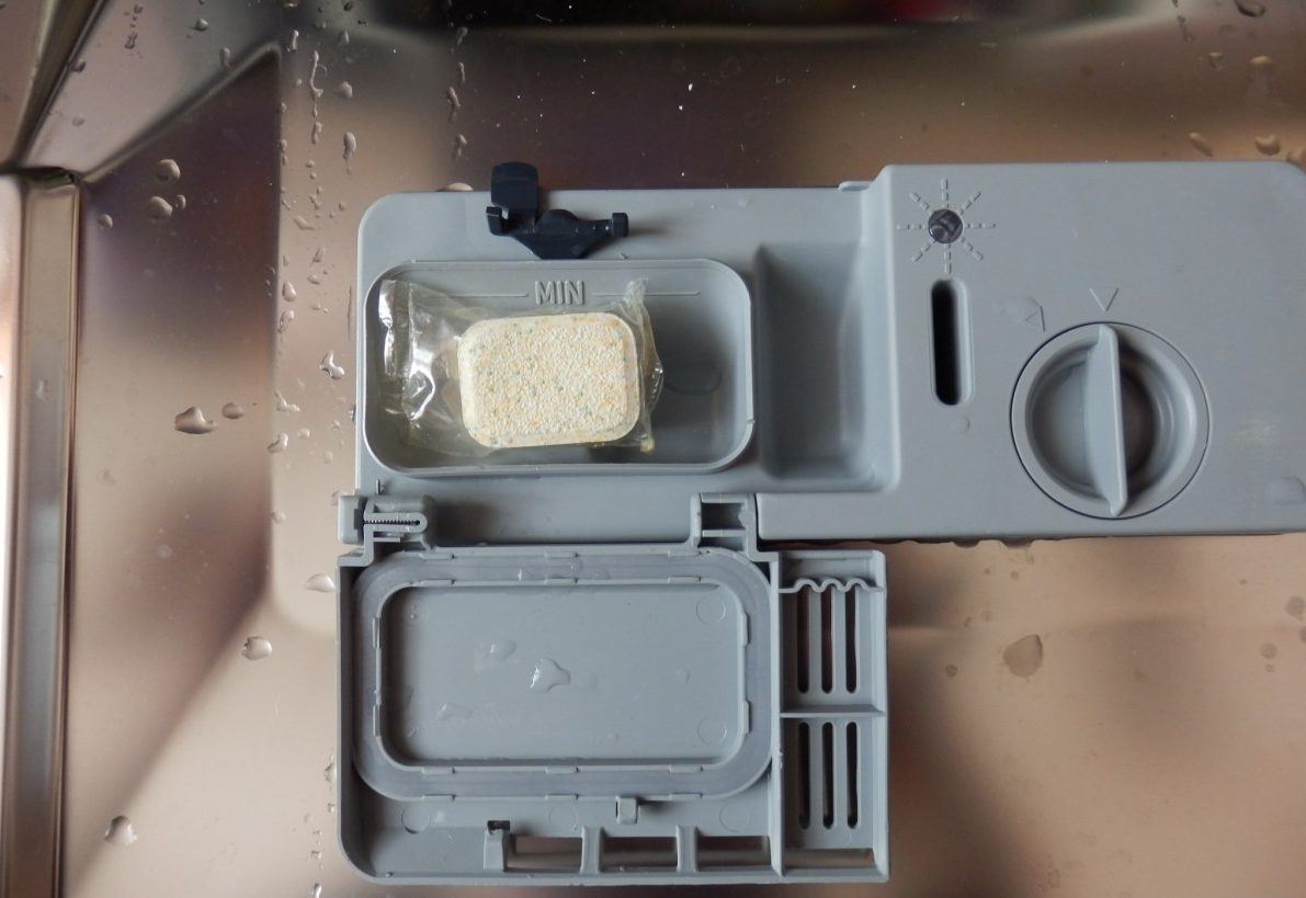 Отсек для моющего средства посудомойки Hotpoint Ariston LST 11477