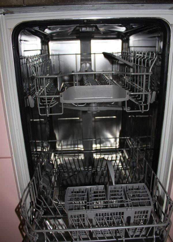 Внутренняя часть посудомойки Бош SPV 40M20RU