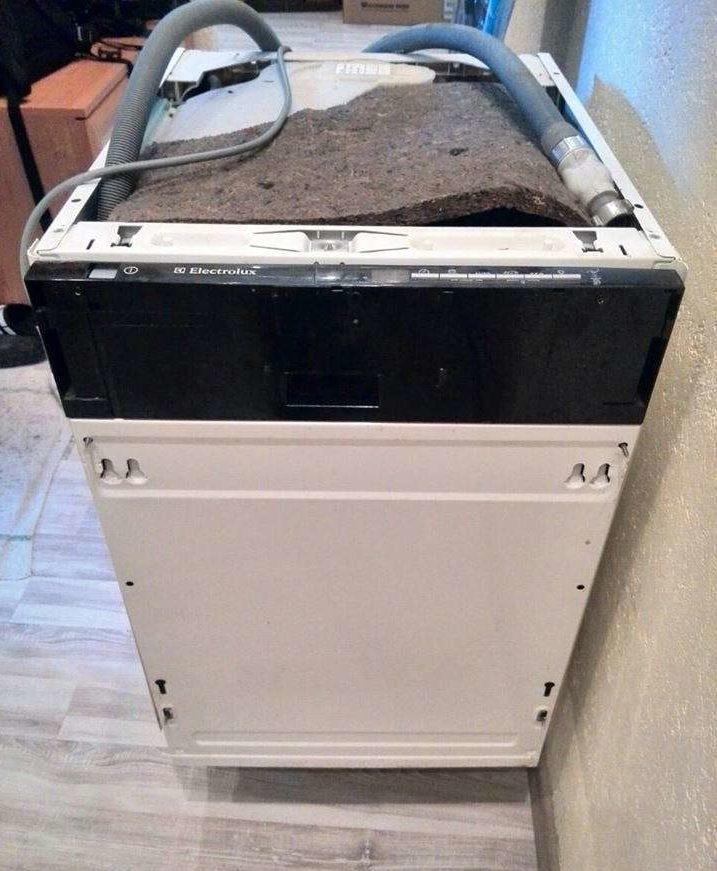 Внешний вид посудомоечной машины Electrolux ESL 46010 до установки