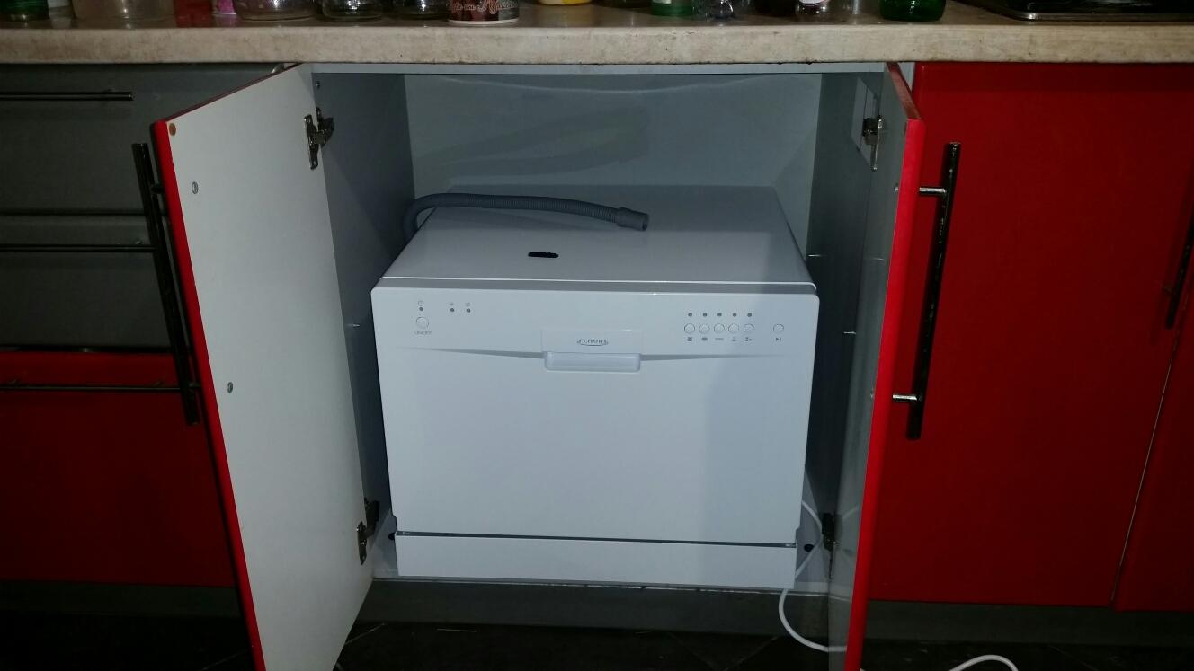 Компактная посудомойка установленная под столешницу