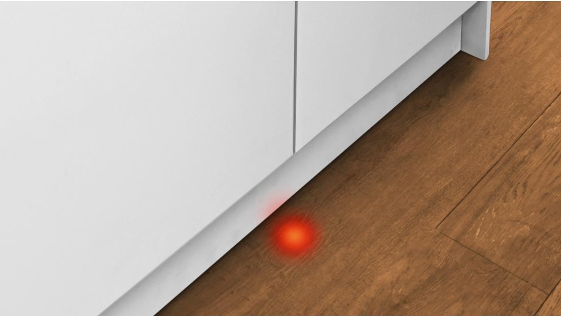 Луч на полу посудомоечной машины Bosch SMV40D20RU