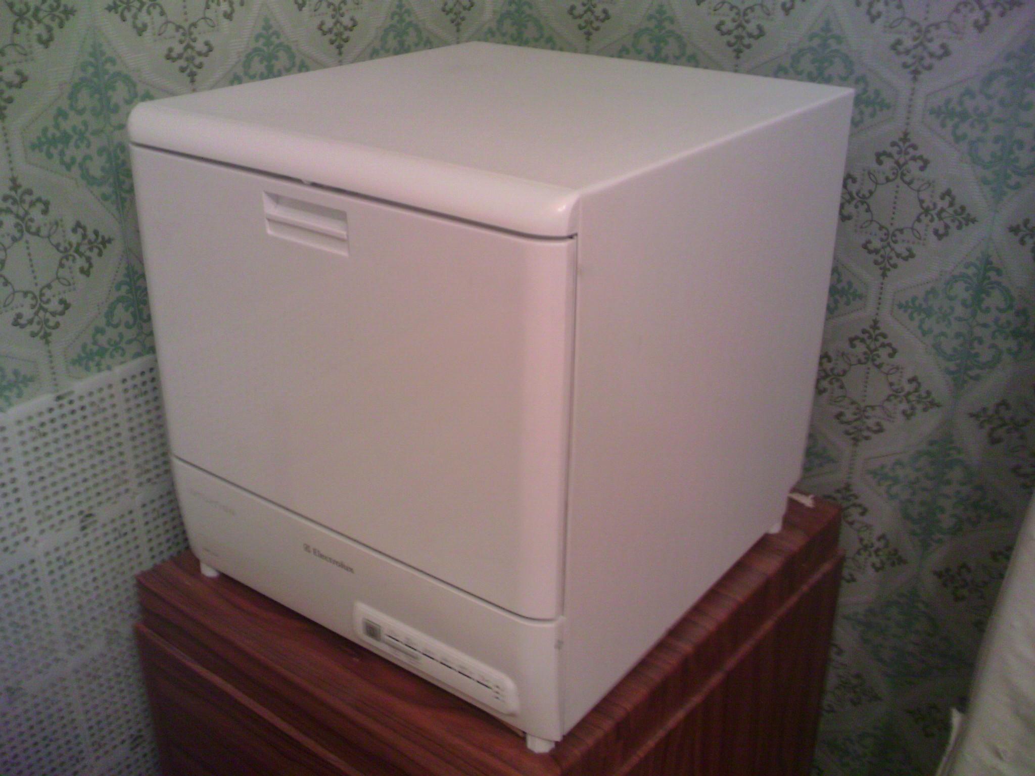 Компактная и вместительная маленькая посудомоечная машина